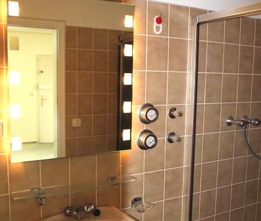 n-i-gaeste-wc-mit-dusche